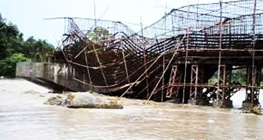 मावाखोलाको पुलमा जोखिम image