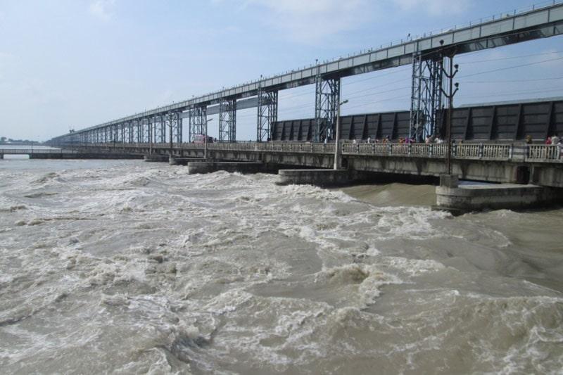 सुनसरीको दक्षिण क्षेत्र डुबानको जोखिममाः कोशीमा पानीको बहाव बढेसँगै सर्तकता अपनाउन आग्रह image